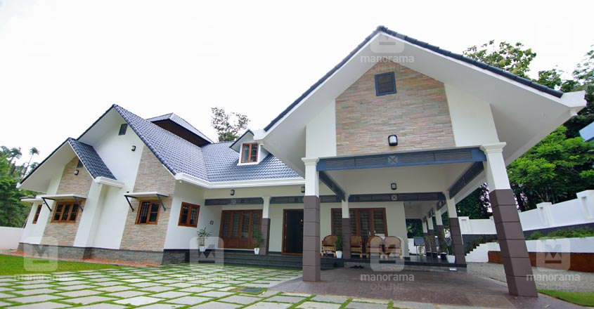colonial-theme-house-kottayam-exterior
