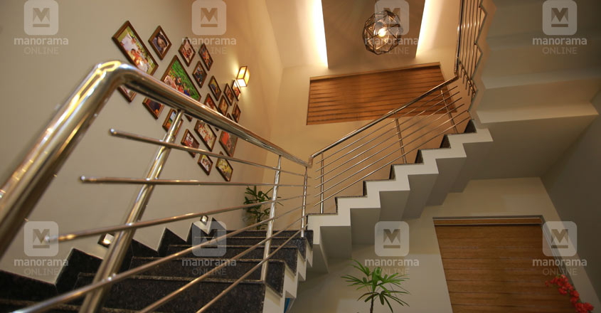 colonial-theme-house-kottayam-stair